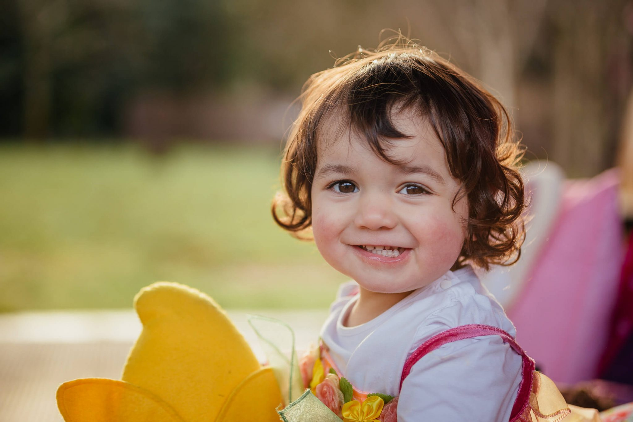 family photoshoot in pollok park glasgow young girl smiling