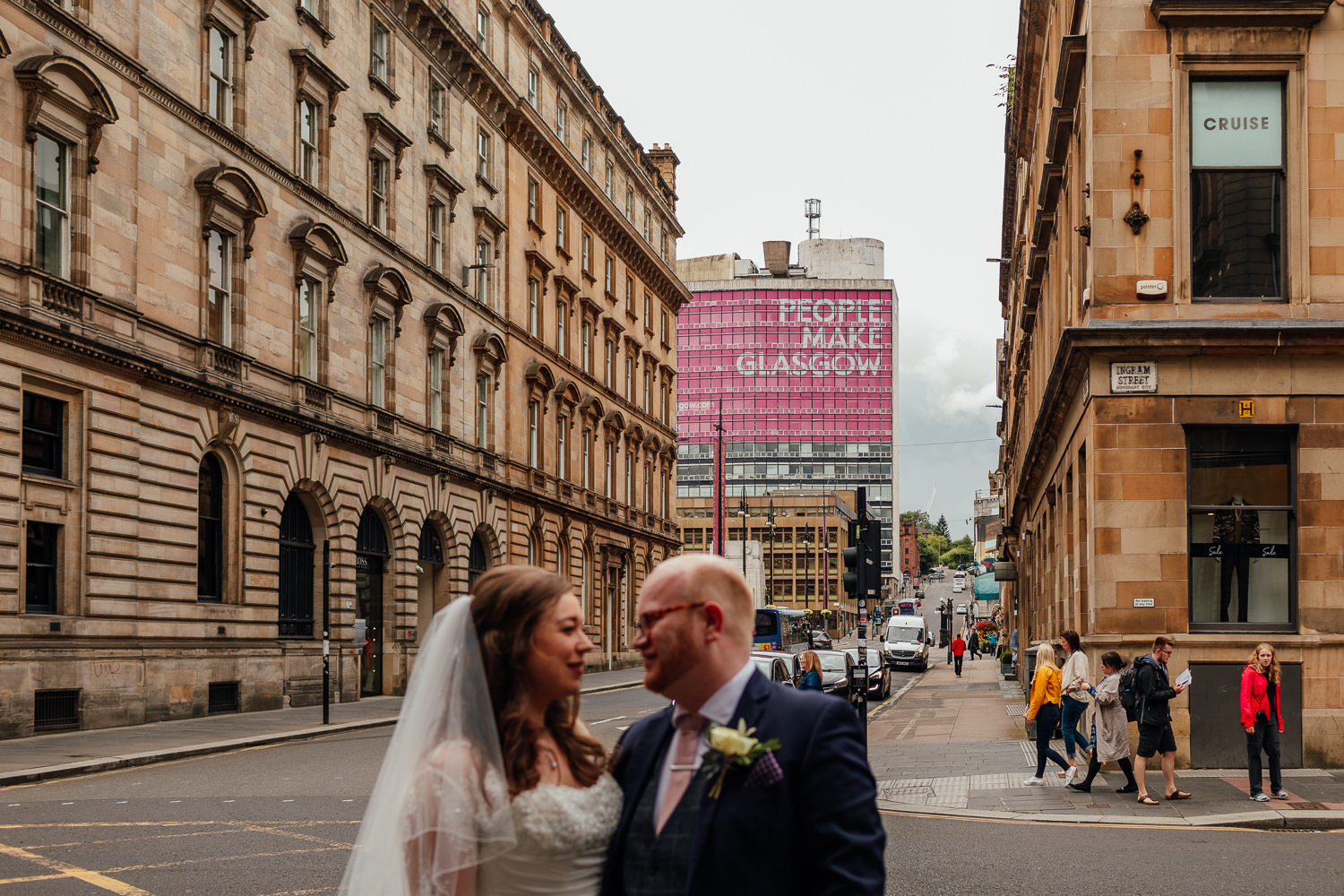 bride groom glasgow city centre wedding portraits photos people make glasgow george square