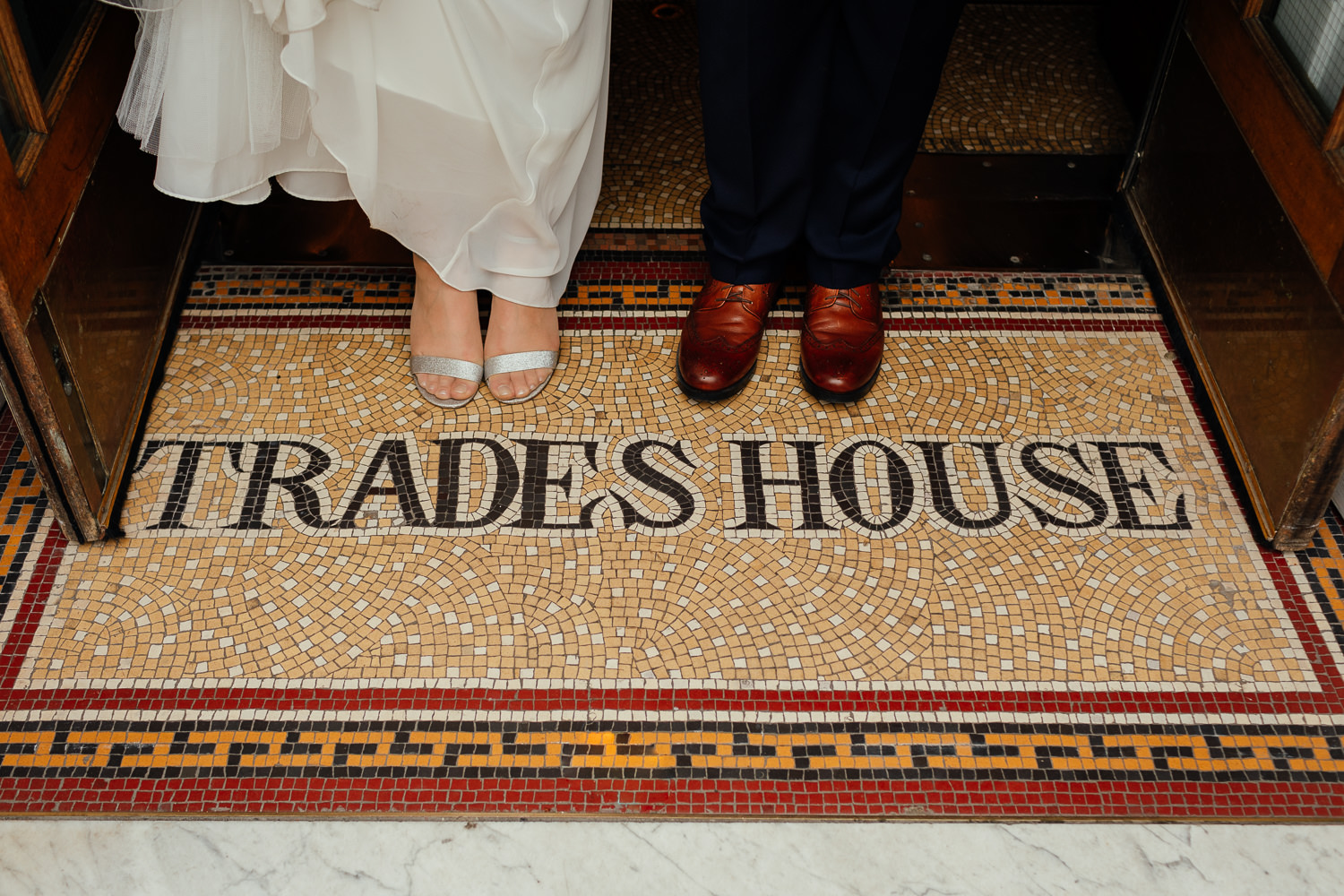 bride groom glasgow city centre wedding portraits photos trades hall entrance