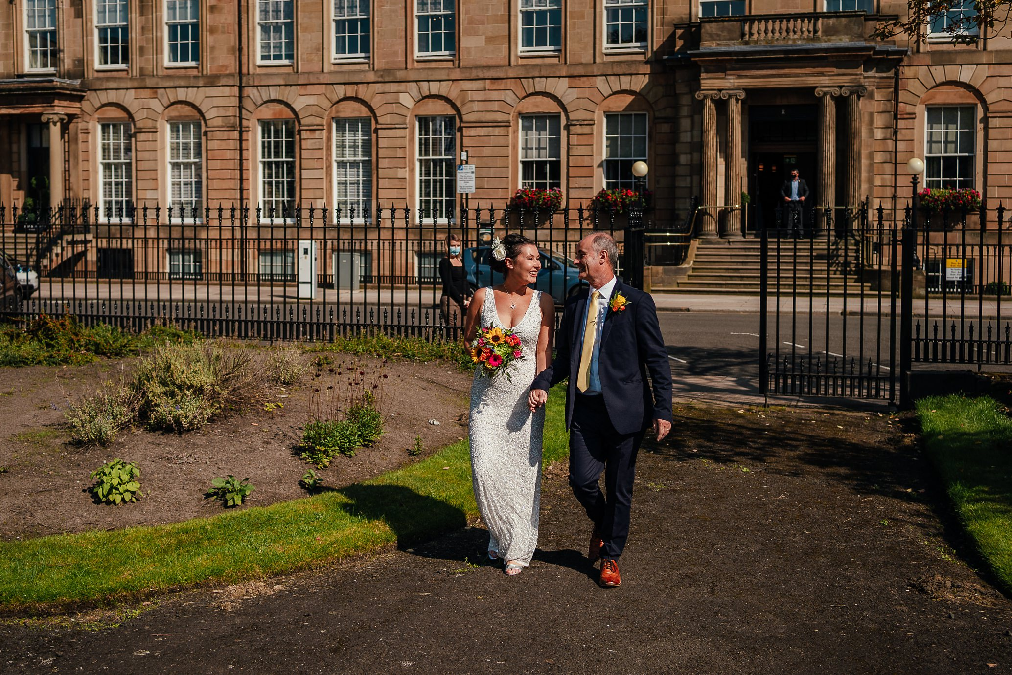 blythswood square glasgow private gardens wedding ceremony bride walking to ceremony with dad from blythswood hotel
